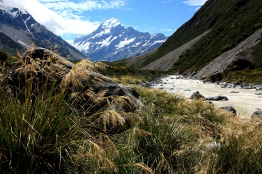 New Zealand does bigger mountains than Australia, and this is Mount Cook / Aoraki from the Hooker Valley